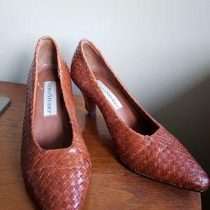 dc81f9d6375 Vintage Vero Studio Leather Heels - Wicker Pattern